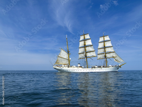 Fotografia  Segelschiff auf ruhiger See