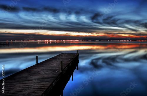 Tuinposter Pier noche en el lago