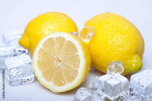 Poster Dans la glace Cold lemons!