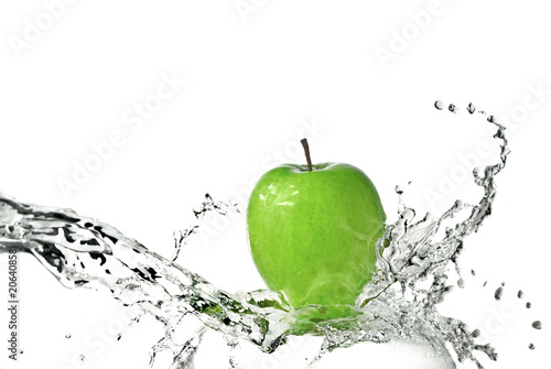 Poster Eclaboussures d eau fresh water splash on green apple isolated on white