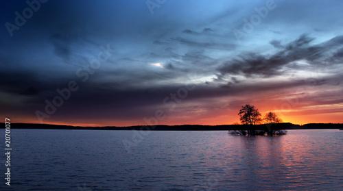 Foto op Plexiglas Crimson Island in sunset