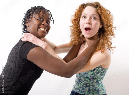 Valokuva  copines se prennent au cou