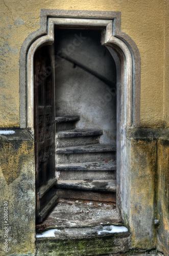 drzwi-do-klatki-schodowej