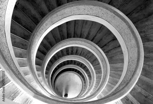 Fototapety czarno białe   spiralne-schody-w-kolorze-bialym-i-czarnym