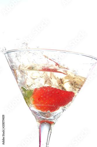 Keuken foto achterwand Opspattend water strawberry splash on a white