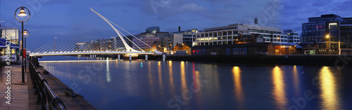 Photo  Dublin  bridge and Lifey river