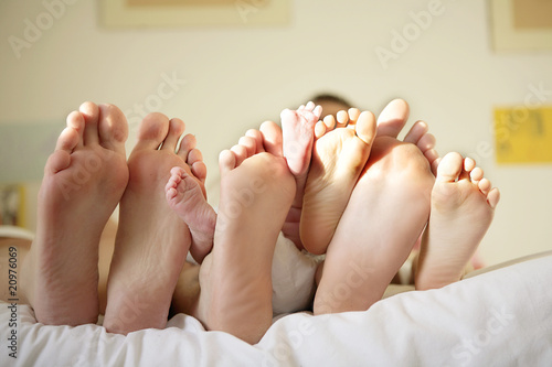 Fotografie, Obraz  Les pieds d'une famille