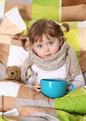 Fotografia  Little girl sitting sick in bed