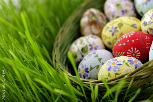 Photo  Easter egg in wicker basket