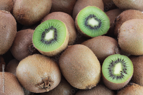Valokuva A few fresh kiwi fruits