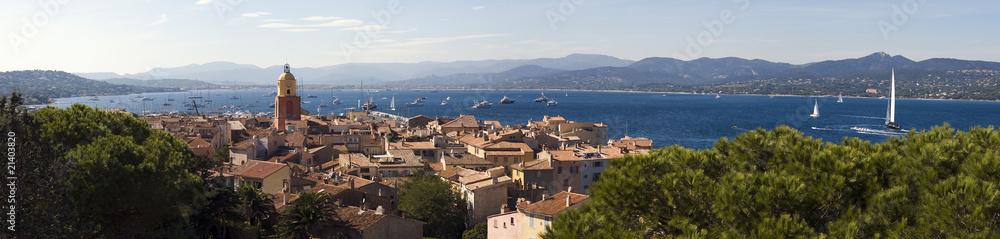 Fototapety, obrazy: clocher du village de Saint-Tropez en provence dans le sud de la