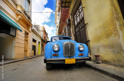 Türaufkleber Autos aus Kuba Old car in colorful Havana street