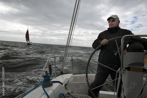 Cuadros en Lienzo  Skipper am Ruder