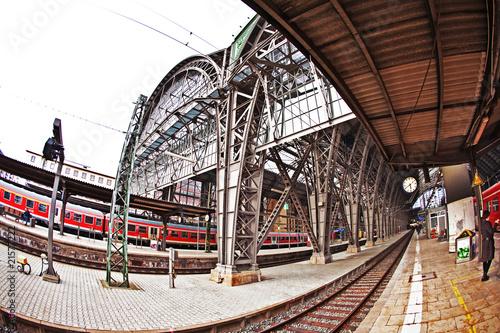 Foto auf AluDibond Bahnhof station with incoming train