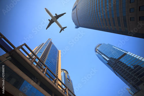 samolot-nad-miastem