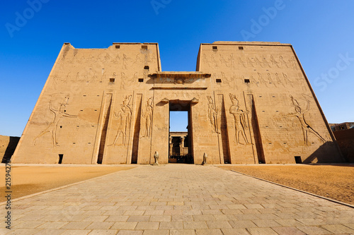 Photo Stands Egypt Horus temple in Edfu, Egypt