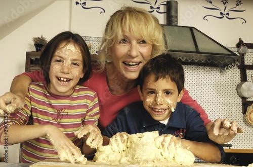 Fotografie, Obraz  nonna e nipoti felici