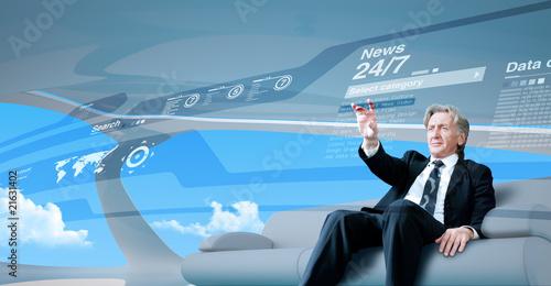 Fotografía  Senior businessman navigating news interface in future