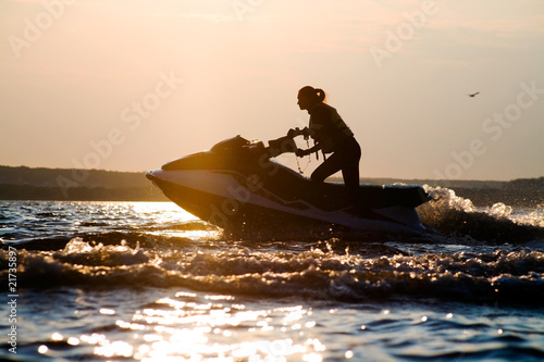 Tuinposter Water Motor sporten beautiful girl riding her jet skis