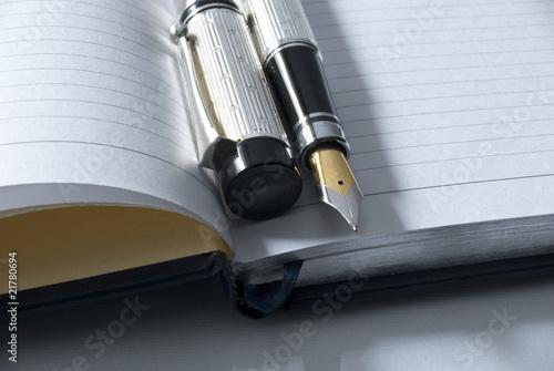 Valokuva fountain pen & diary