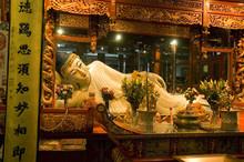 Shanghai - Inside Jade Buddha ...