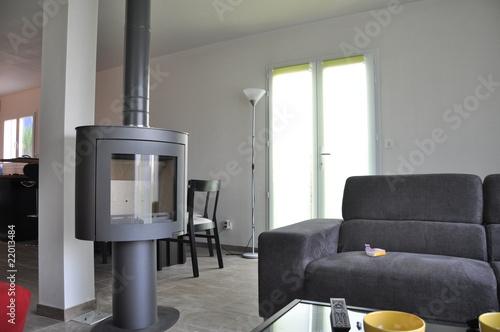 Intérieur moderne avec poele – kaufen Sie dieses Foto und finden Sie ...