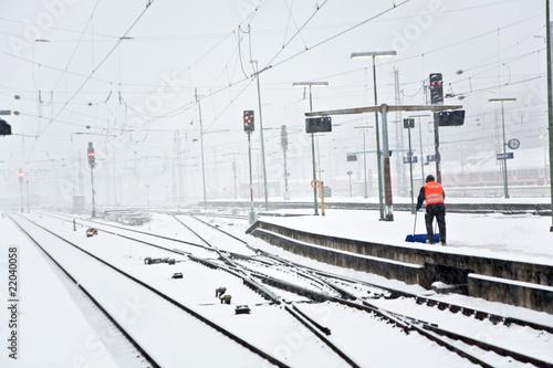 Foto auf AluDibond Bahnhof people moving snow in wintertime in station