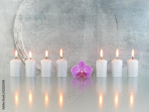 Plissee mit Motiv - 7 Kerzen, 1 Orchideenblüte