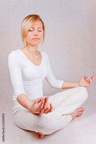 Obraz young woman relaxing - on white background - fototapety do salonu