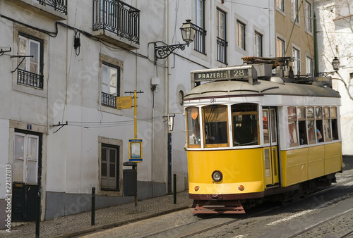 Fototapeta Lisbon yellow tram obraz na płótnie