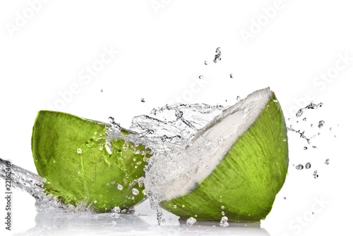 Foto op Canvas Opspattend water Green coconut with water splash isolated on white