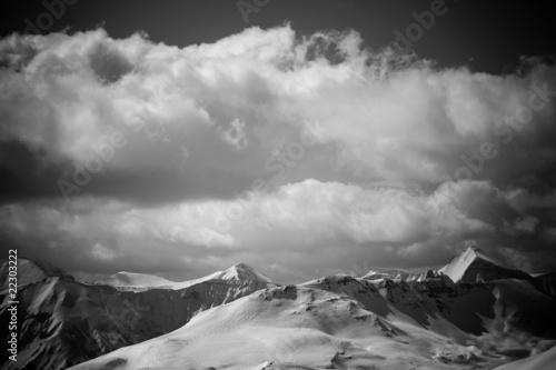 czarno-bialy-krajobraz-gorski-szczyty-alp