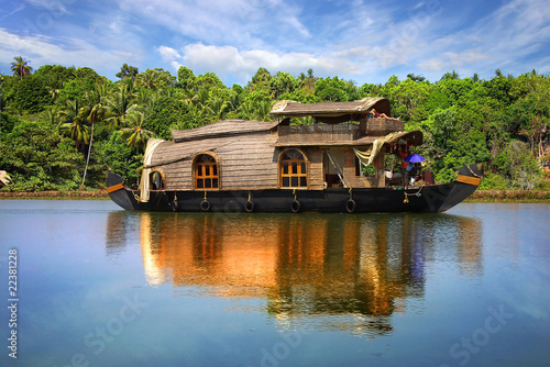 Spoed Foto op Canvas India Houseboat in backwaters in India