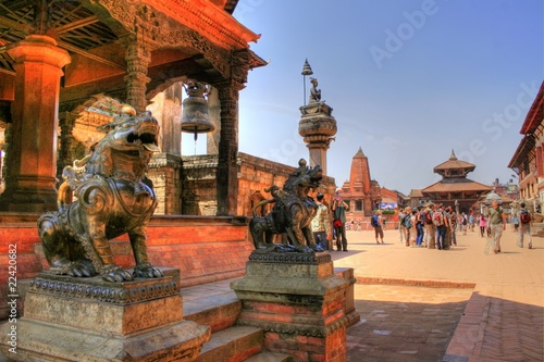 Montage in der Fensternische Nepal Temple in Bhaktapur (Nepal)