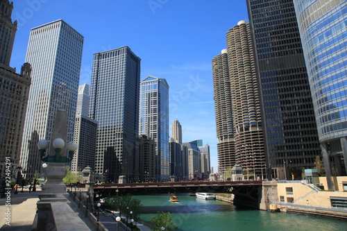 Photo  Chicago River and Skyline