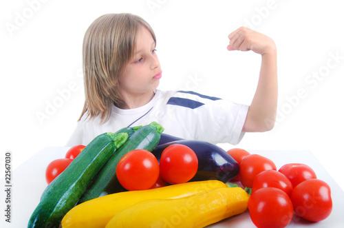 Fotografie, Obraz Enfant costaud grâce aux légumes
