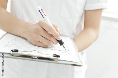 Fotografia  書類に記入する看護士女性