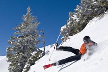 Stürzender Skifahrer