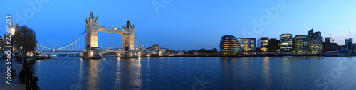 Fotobehang Londen Tower Bridge and the Thames panoramic view about London at night