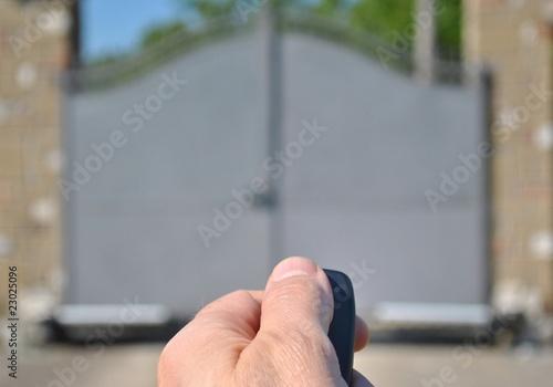 Apertura cancello automatico con telecomando Canvas Print