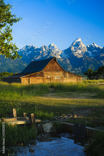 Fotografie, Obraz  Mormon barn in the Tetons