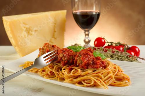 Spaghetti With Meatballs E Polpetta