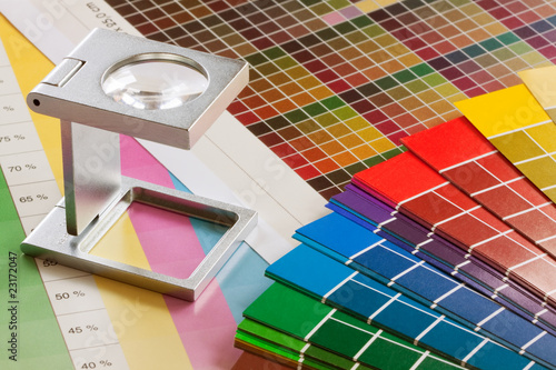Fotografía  Fadenzähler und Farbtafeln