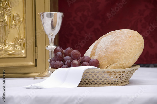 Valokuva  grapes and bread