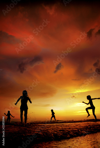 Fototapety, obrazy: an image of children at the beach