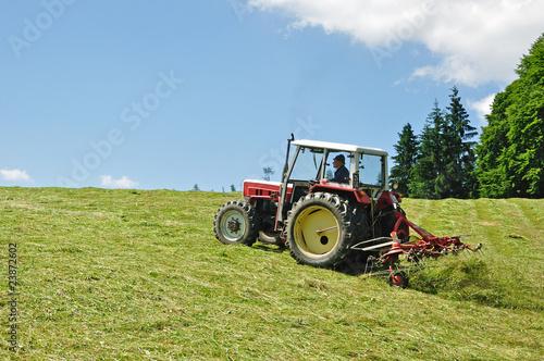Photo  traktor auf wiese