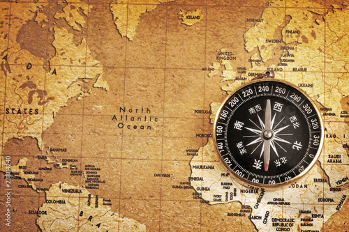 Papiers peints Retro An old brass compass on a Treasure map background