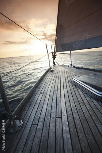 Fototapety marynistyczne   drewniany-poklad-jachtu
