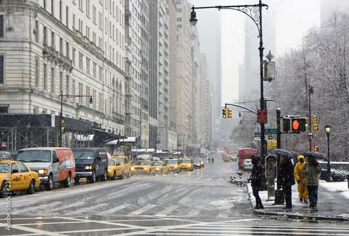 Foto op Plexiglas New York TAXI Snowy day