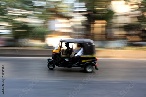 Speeding Rickshaw Tablou Canvas